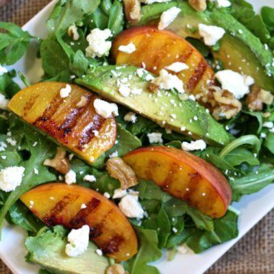 5-ingredient grilled peach and arugula salad