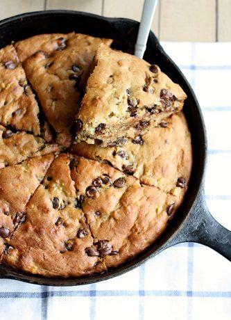 WHOLE GRAIN BANANA CHOCOLATE CHIP YOGURT SKILLET CAKE