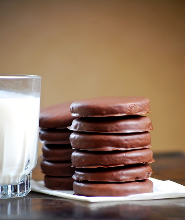 homemade whole grain thin mints - a healthier twist on a delicious classic! // cait's plate