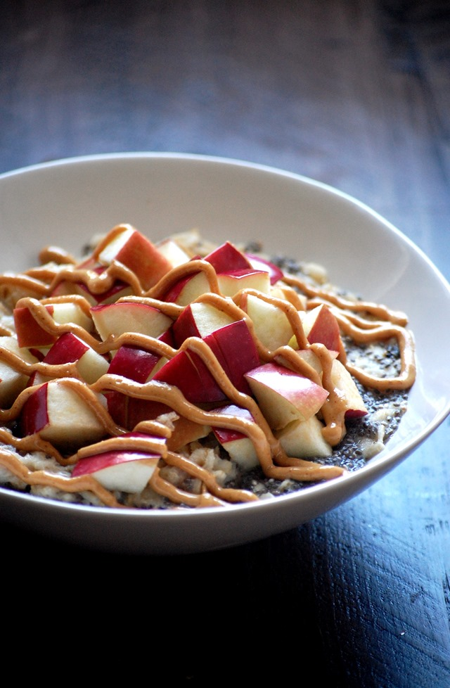 peanut butter apple chia seed oatmeal - a filling and delicious breakfast that can be on the table in under 5 minutes! //cait's plate