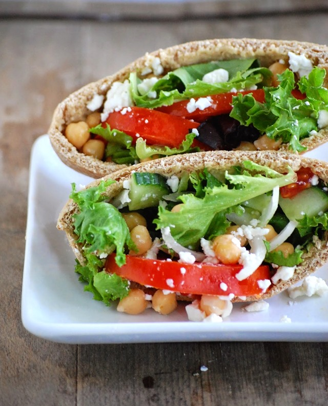 easy mediterranean pita pockets - easy, filling and delicious! // cait's plate