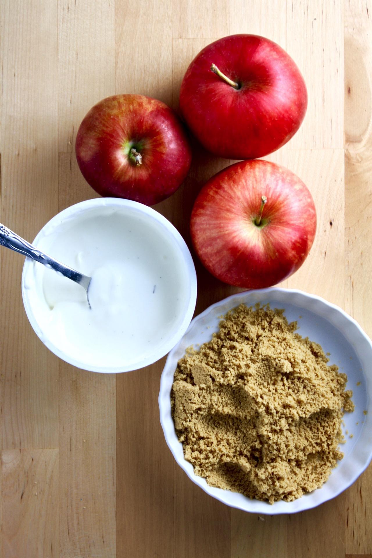 sweet cinnamon love yogurt apple dippers // cait's plate