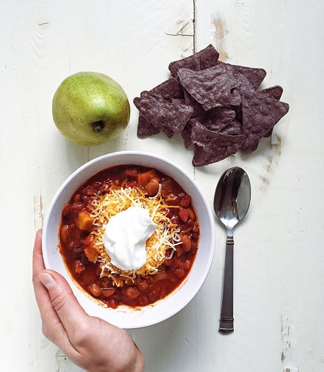 spicy sow cooker 3-bean chili - perfect for these cooler months // cait's plate
