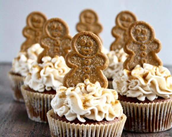GINGERBREAD CUPCAKES WITH BROWN SUGAR CINNAMON BUTTERCREAM