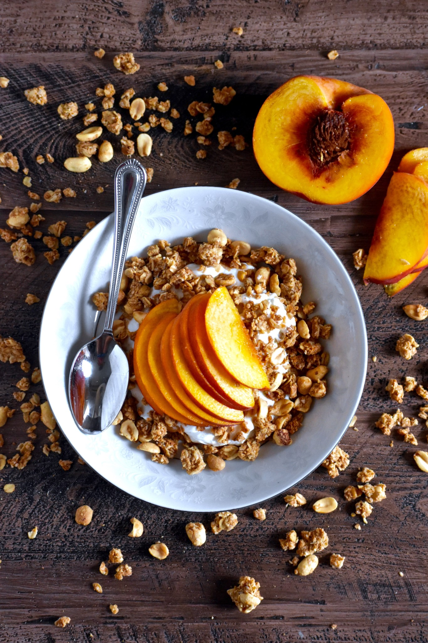 easiest ever peanut butter peach yogurt bowl - a perfectly balanced morning meal // cait's plate