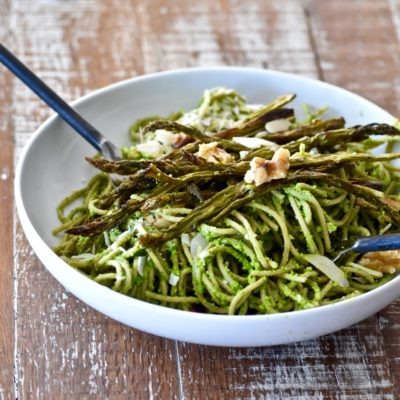 whole wheat pasta with 5-ingredient spinach walnut pesto, roasted asparagus and walnuts