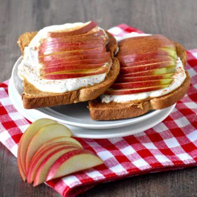 apple & peanut butter yogurt toasts