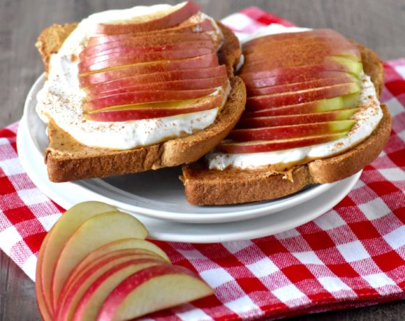 apple & peanut butter yogurt toasts