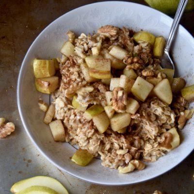 cinnamon-kissed pear, toasted walnut & honey oatmeal