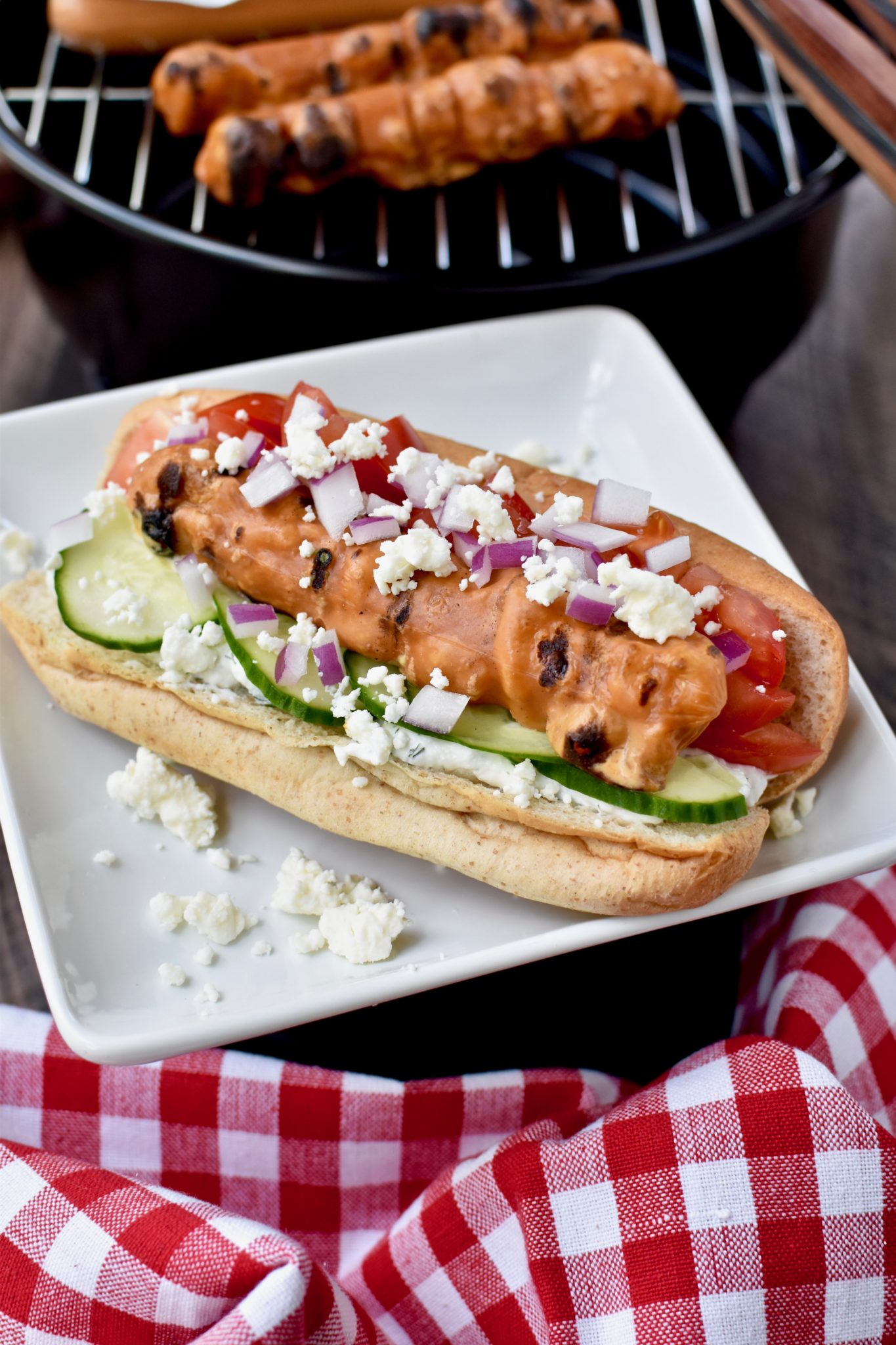 grilling season is here and i'm bringing you 3 fun ways to jazz up veggie dogs! // cait's plate