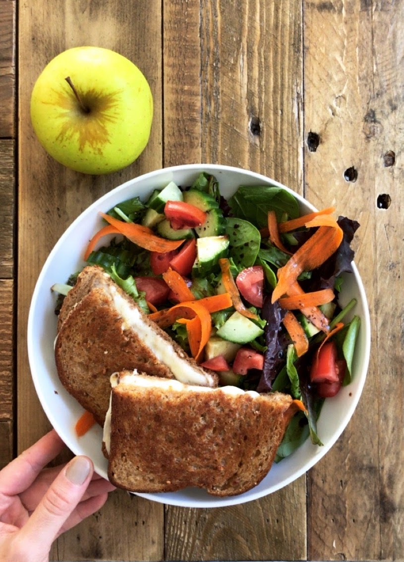weekly meal plan #1 - 5 breakfasts, lunches, snacks & dinners to get you through the work week // cait's plate