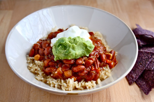 easiest ever veggie chili meal - for those days when you just don't have time to prepare from scratch! // cait's plate
