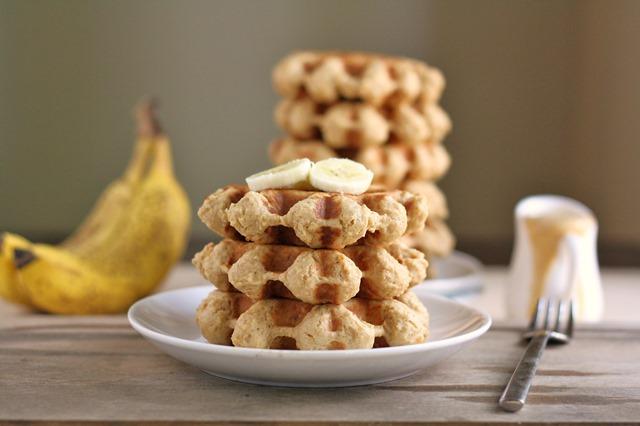 {vegan peanut butter banana whole wheat waffles with pb banana sauce} // cait's plate