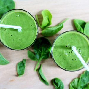 4-ingredient green smoothie // cait's plate