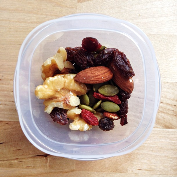 A week of easy, balanced meal & snack ideas: tuesday - perfect to keep you going through a busy week! // cait's plate