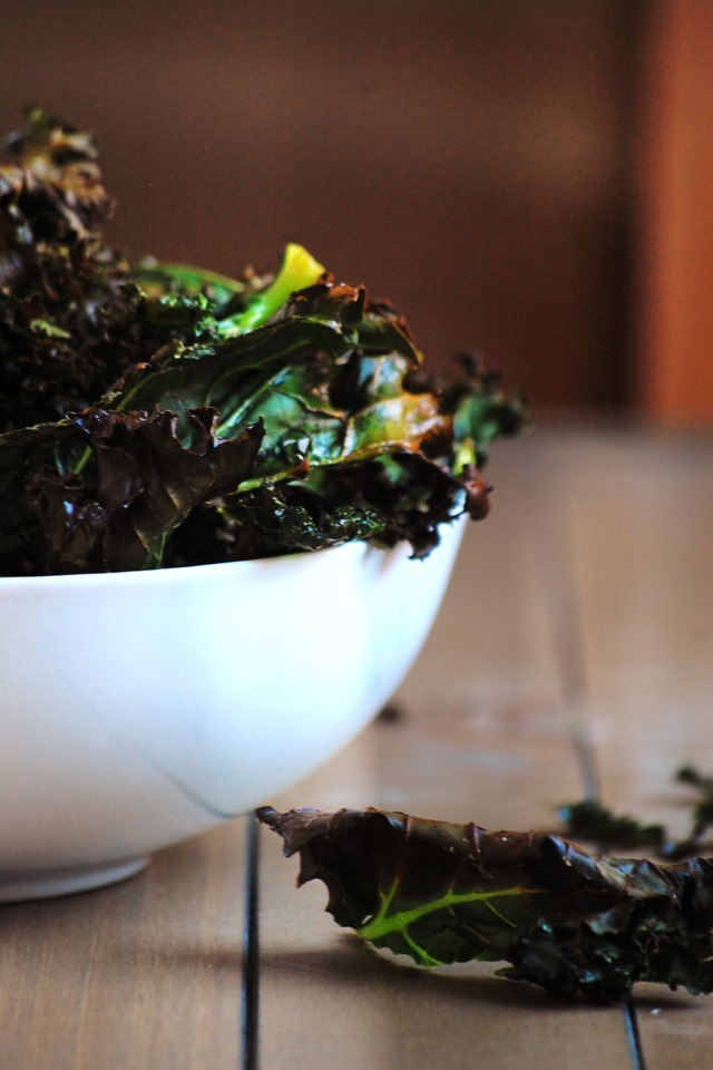 super simple 3-ingredient kale chips // cait's plate