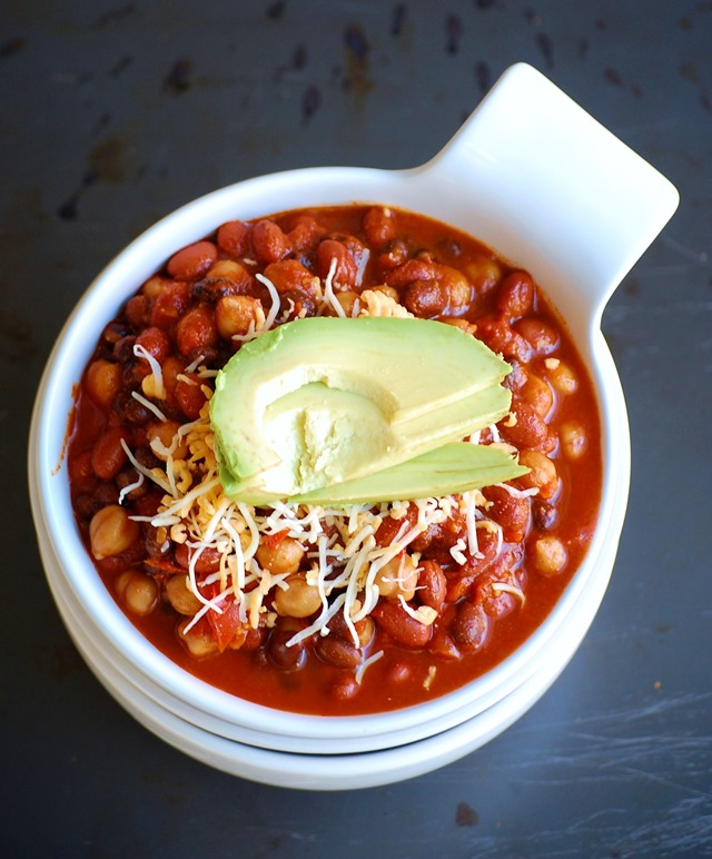 one pot 3-bean chili - a super simple, satisfying meal that can be on the table in under 30 minutes! // cait's plate