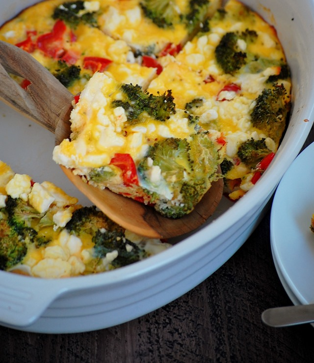 broccoli, pepper and feta egg bake - make on sunday and have it all week long! pair it with toast or potatoes to round it out as a meal // cait's plate