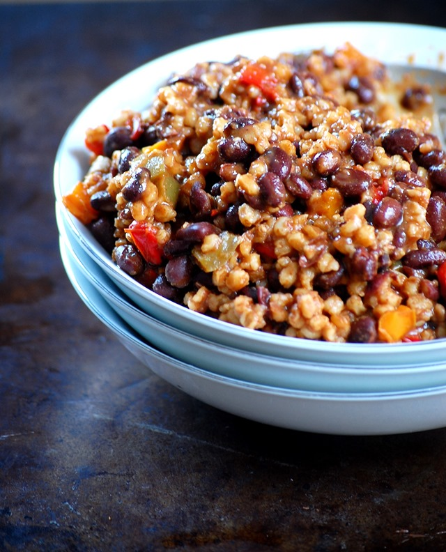 black bean, wheat berry and vegetable chili - a soul-soothing dish that will quickly become a favorite.  Packed with warm grains, beans and veggies, it's got something for everyone // cait's plate