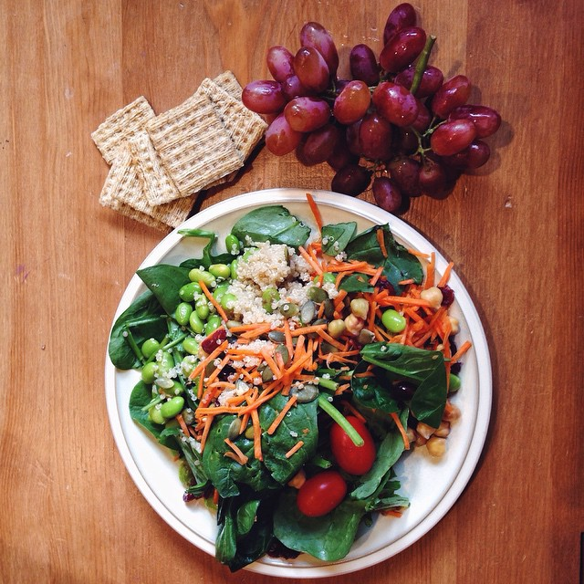 A week of easy, balanced meal & snack ideas: monday - perfect to keep you going through a busy week! // cait's plate