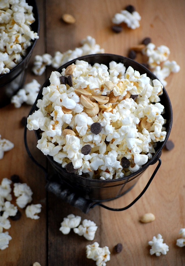 chocolate peanut popcorn - a simple, whole grain treat with a touch of sweetness and protein // cait's plate