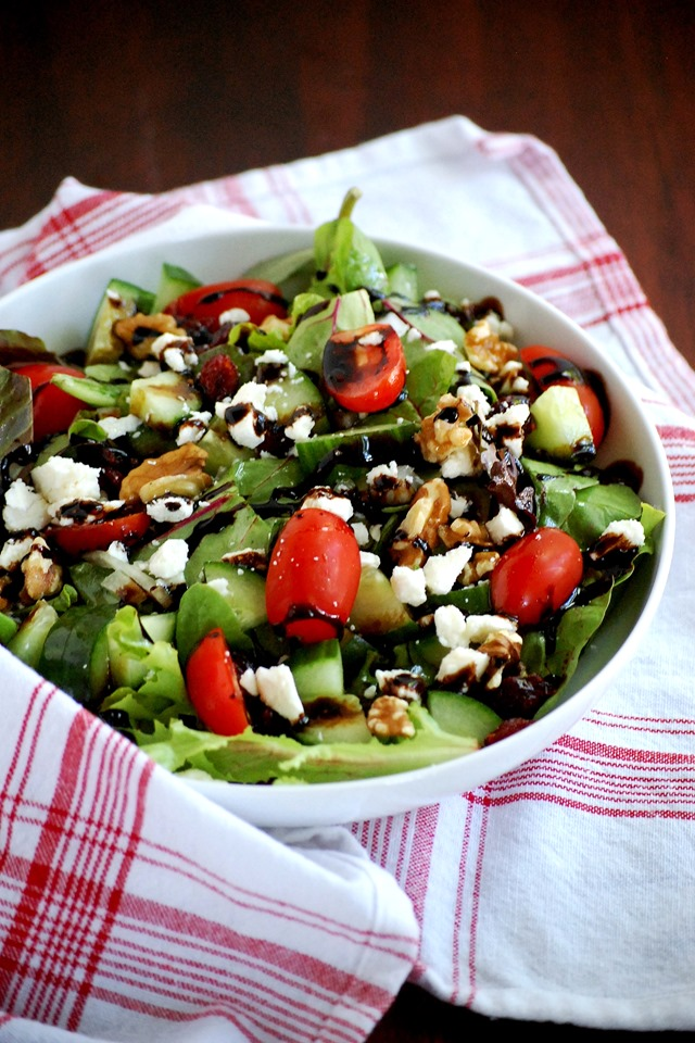 favorite easy summer salad - a light and healthy meal that comes together with no cooking! // cait's plate