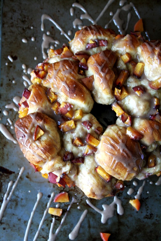 doughy, delicious peach pull-apart bread - a perfect way to use those remaining summer peaches // cait's plate