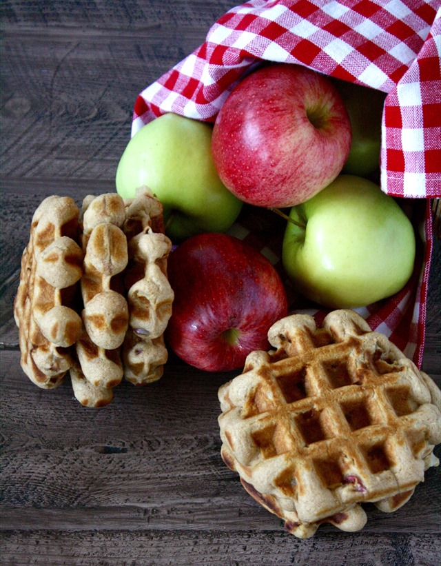 whole grain cinnamon apple waffles - packed with fiber for the perfect wholesome seasonal breakfast! // cait's plate