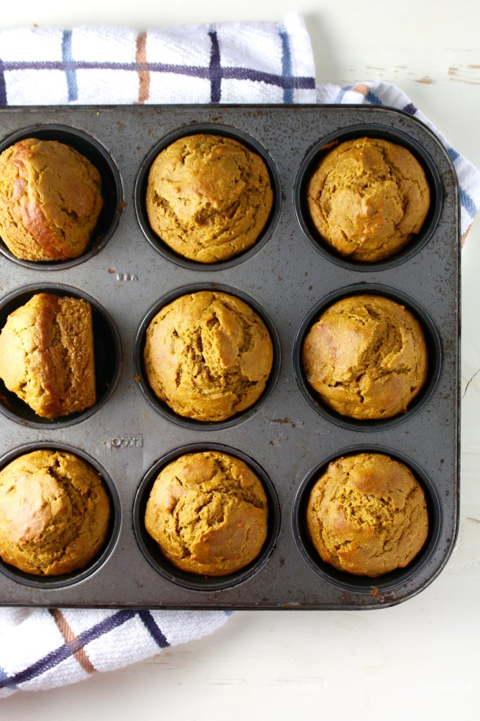 these super soft whole wheat pumpkin muffins have just a hint of sweetness making them perfect for breakfast or as a healthy snack! // cait's plate