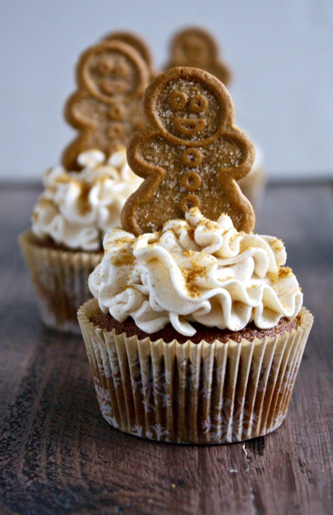 gingerbread cupcakes with brown sugar cinnamon buttercream frosting // cait's plate