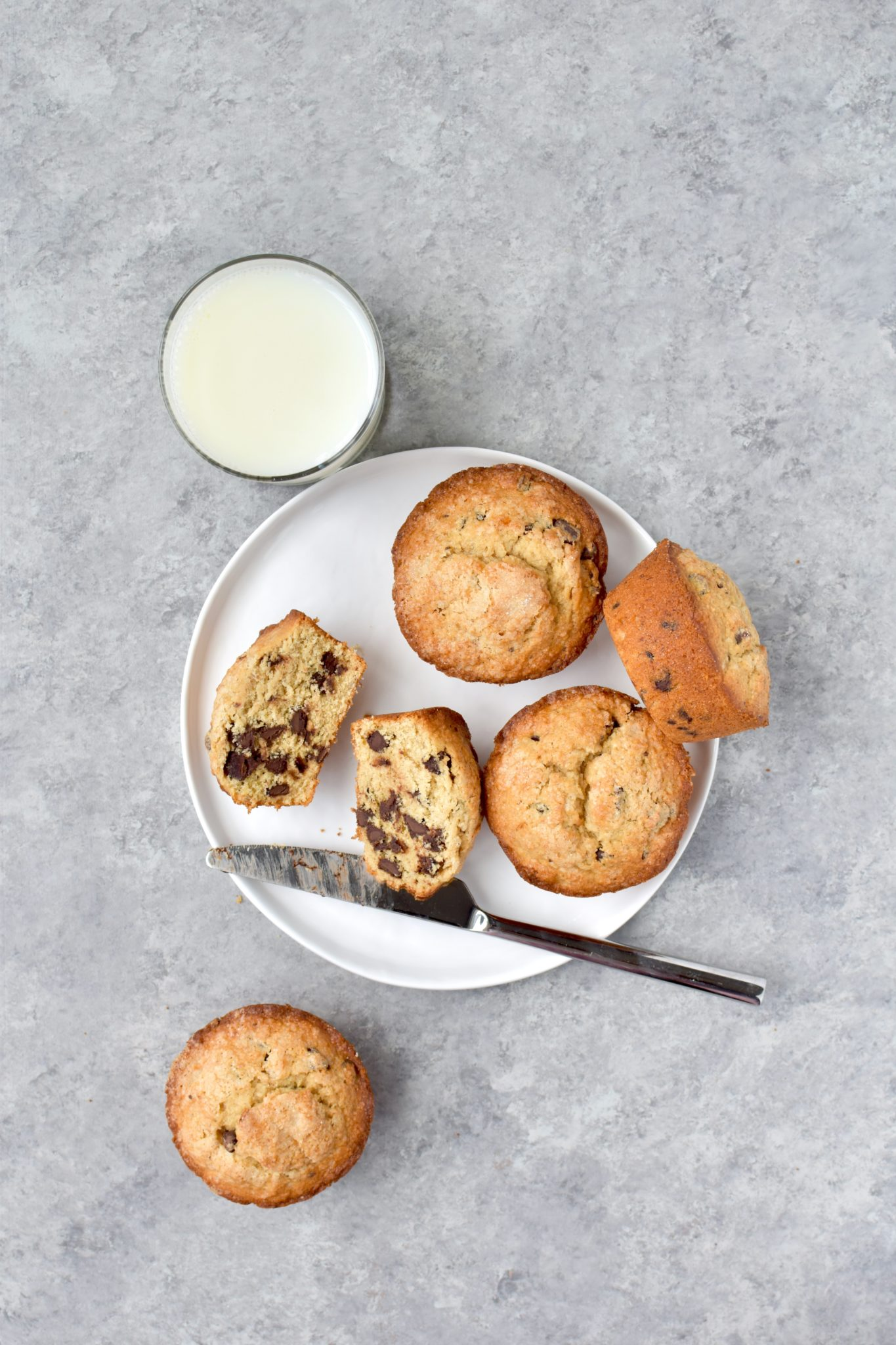 jumbo whole wheat chocolate chip banana muffins - easy to make and completely satisfying! // cait's plate