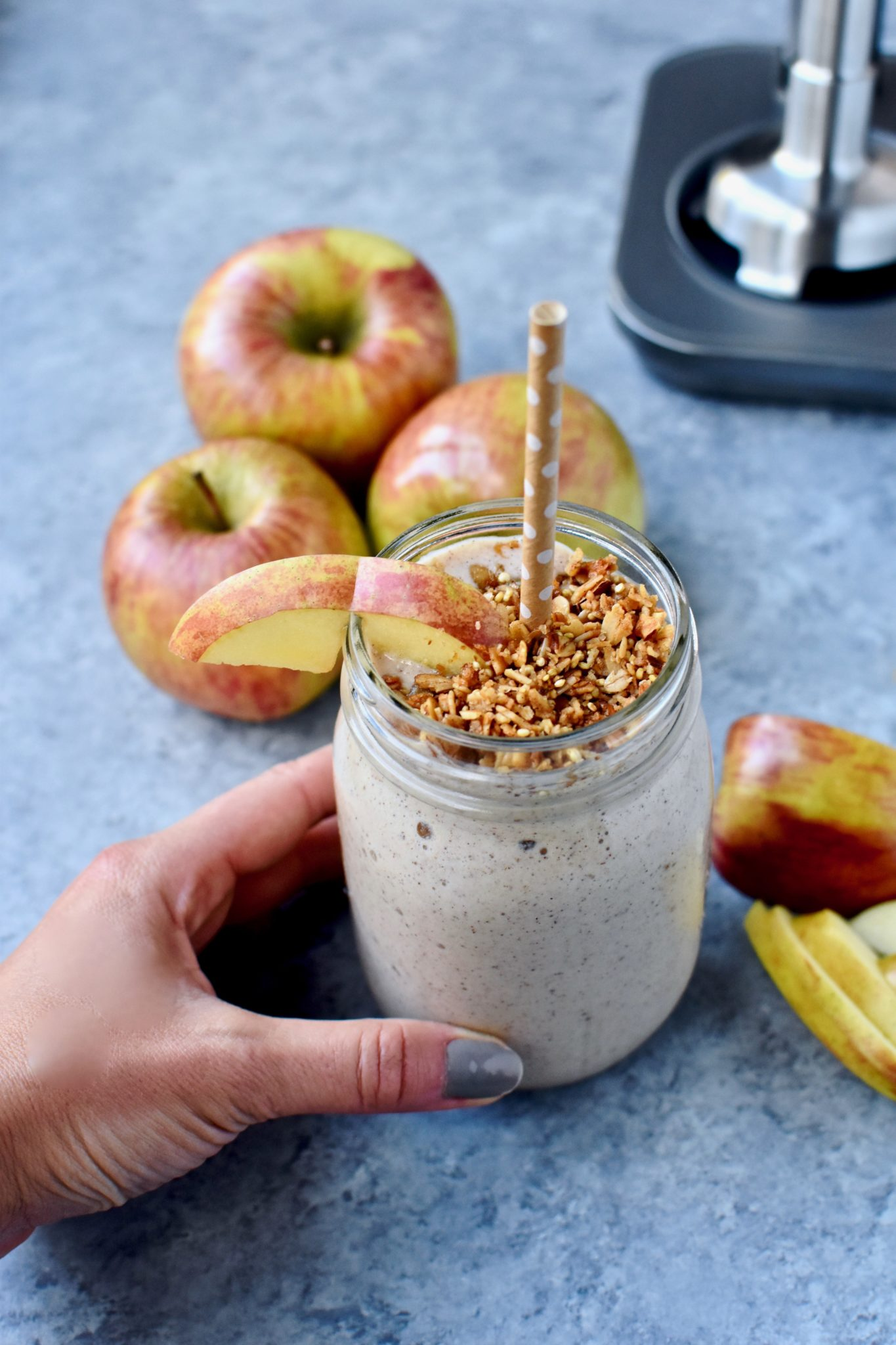 easy apple crisp smoothie // cait's plate