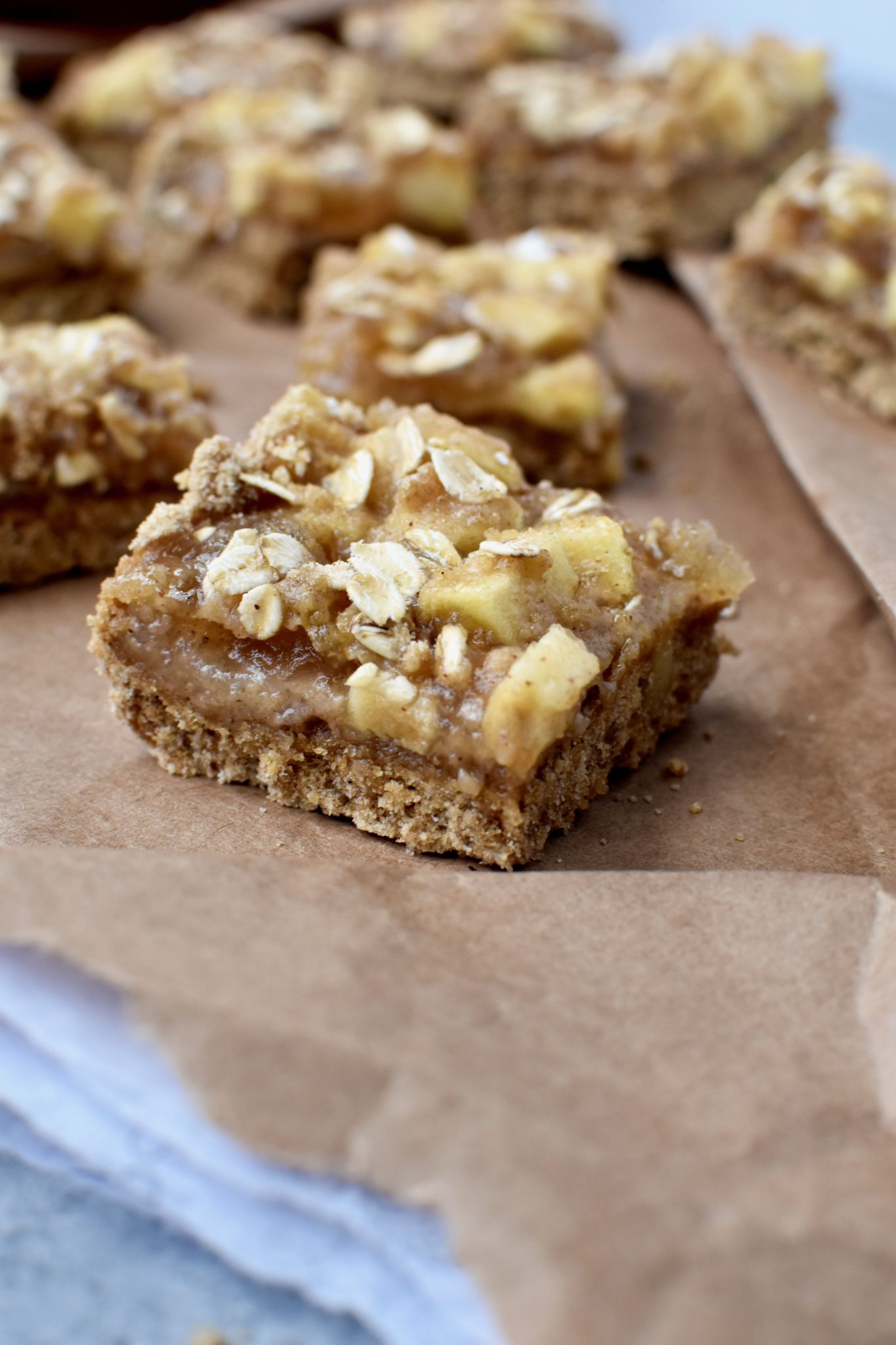 whole grain apple pie bars // cait's plate