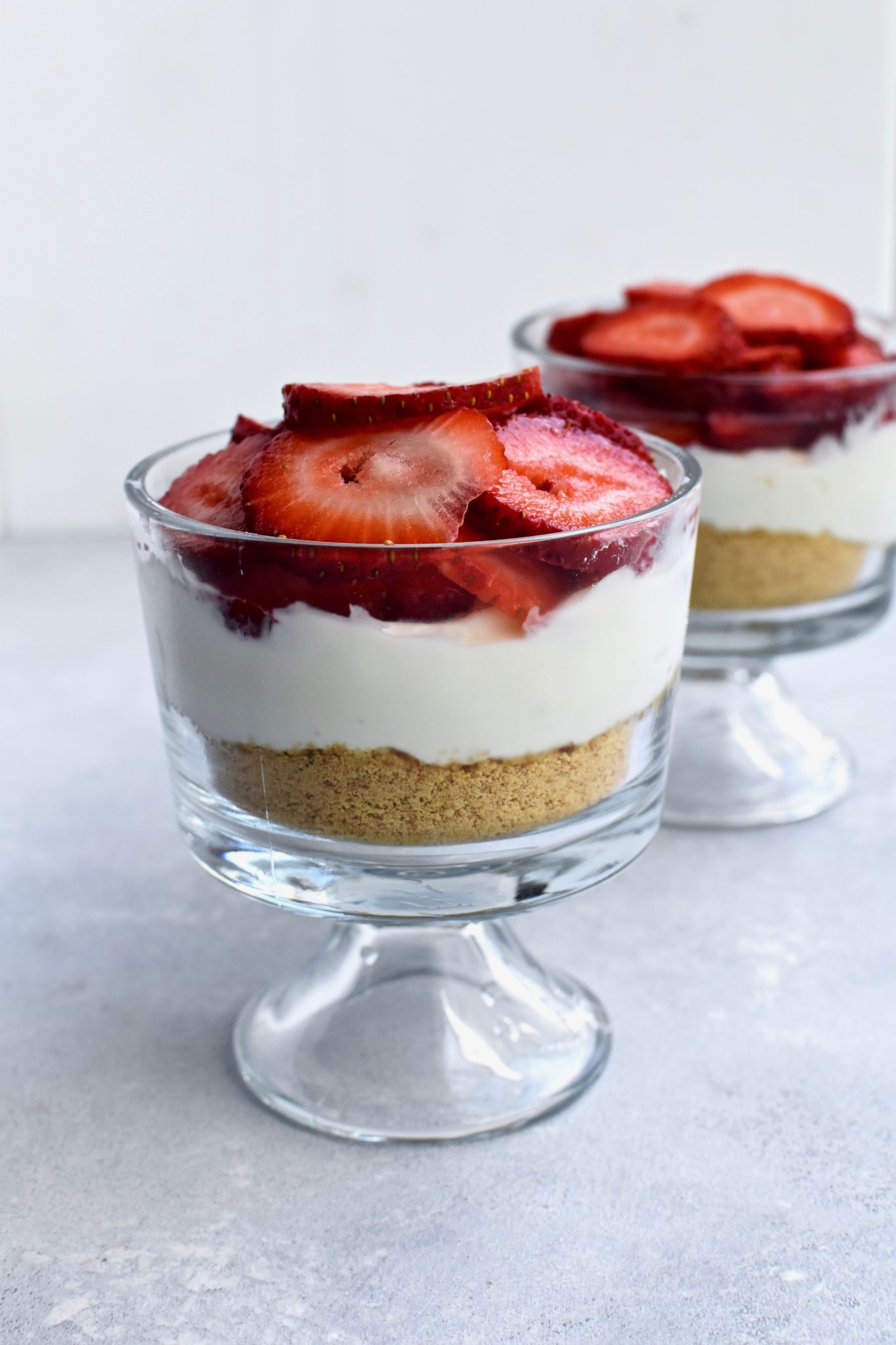 easy strawberry yogurt 'cheesecake' // cait's plate