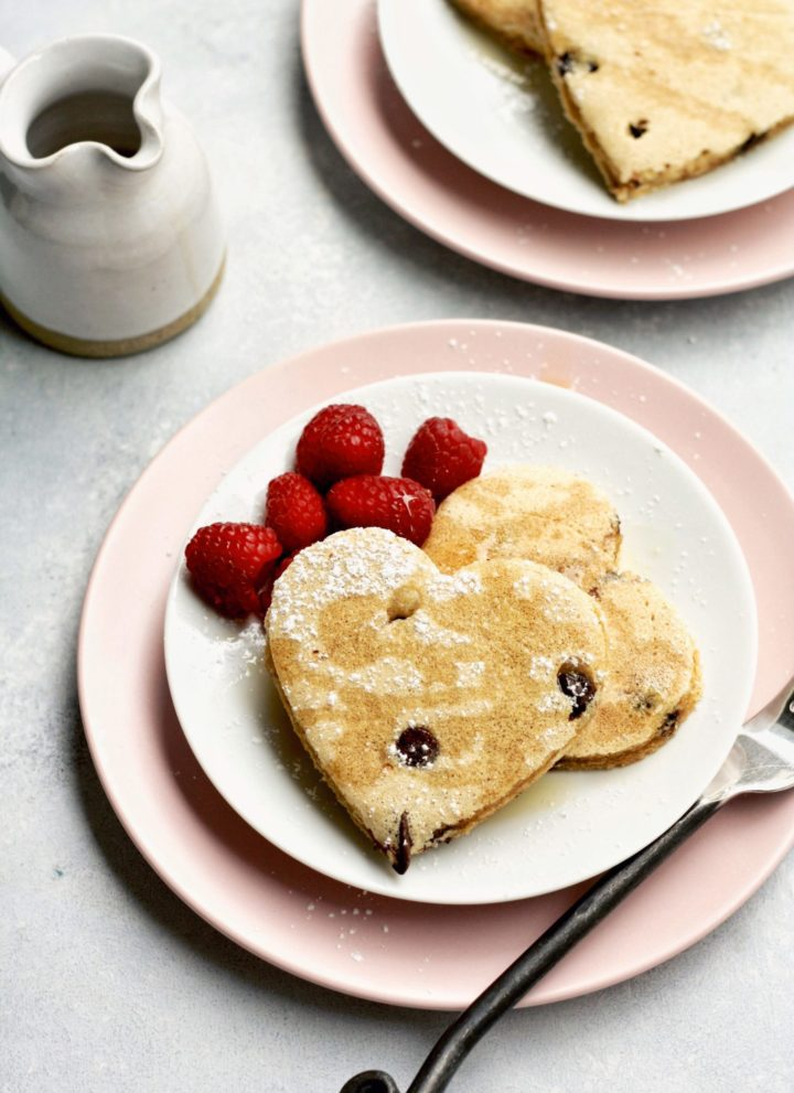 easy whole grain chocolate chip pancakes // cait's plate