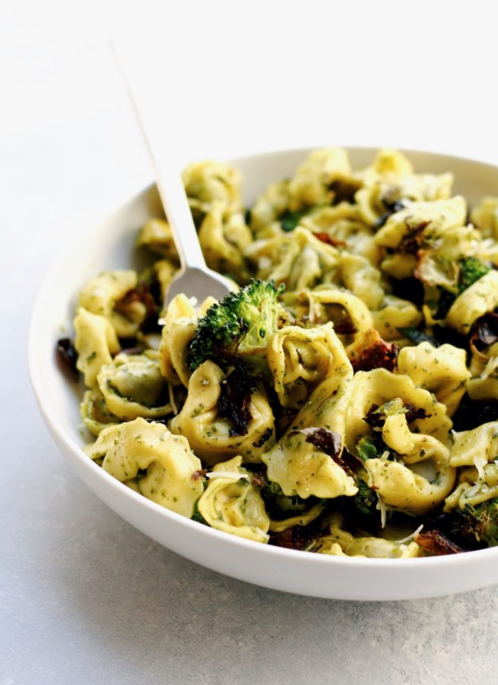 easy spinach pesto tortellini with roasted vegetables // cait's plate