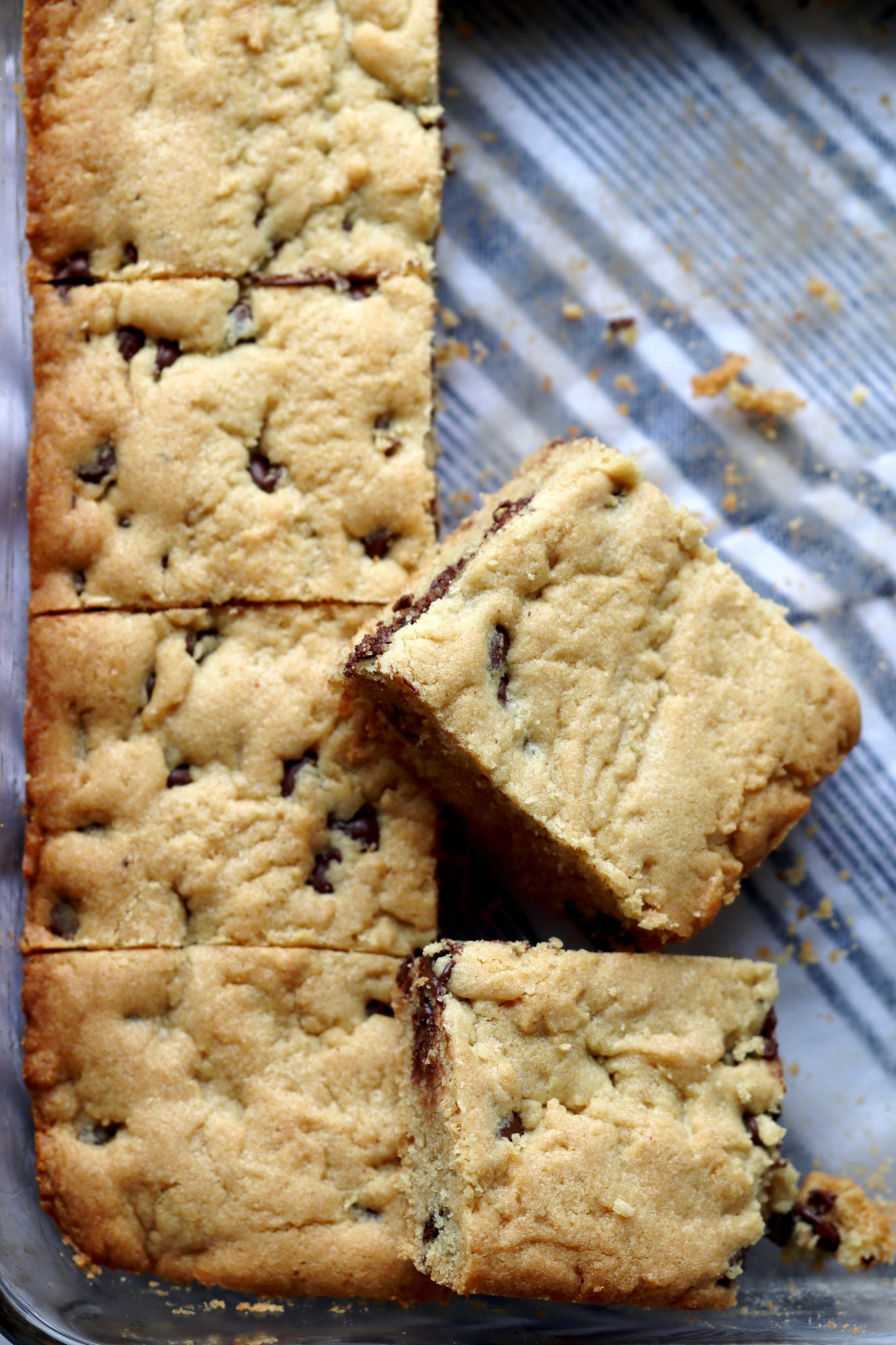 peanut butter chocolate chip cookie bars // cait's plate