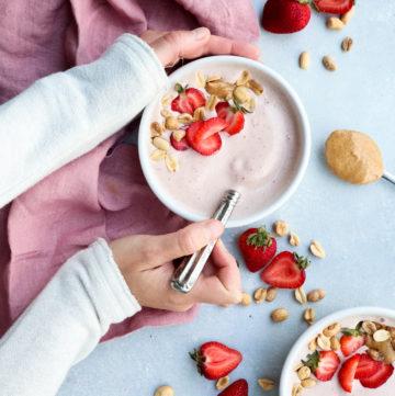 pb&j smoothie bowls // cait's plate