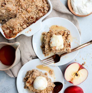 apple crisp baked oatmeal with streusel // cait's plate