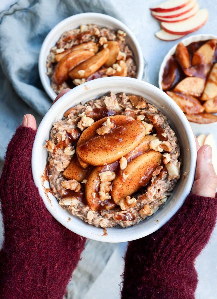 apple pie oatmeal // cait's plate