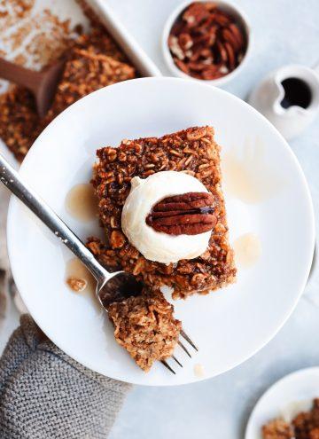 pumpkin gingerbread baked oatmeal // cait's plate