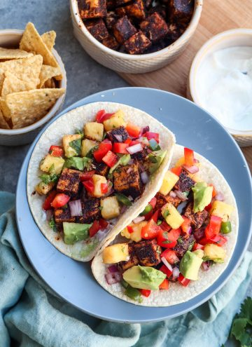 blackened tofu tacos with pineapple salsa // cait's plate