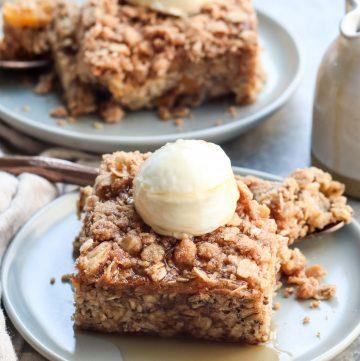 peach crisp baked oatmeal // cait's plate