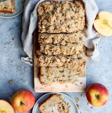 apple pie streusel bread // cait's plate